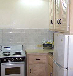 Kichenette facilities include a cooker and fridge freezer.